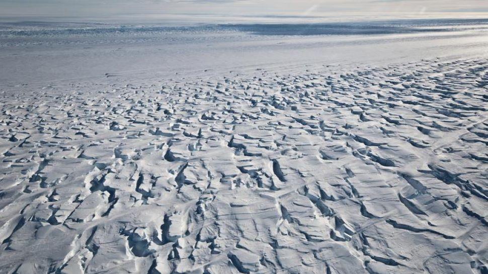 Antarctic Glaciers Melting: अंटार्कटिक ग्लेशियर 'पाइन आईलैंड' पर बढ़ा संकट, पिघलने से बचाने वाली बर्फ की हो रही गायब