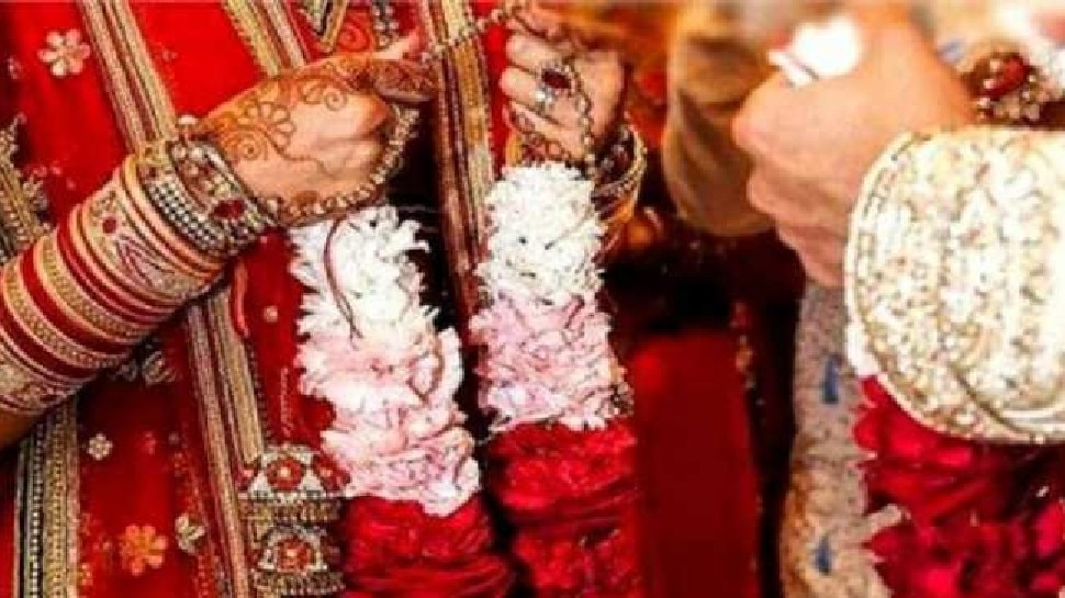 शादी समारोह में हुआ जमकर बवाल, दूल्हे ने दुल्हन को जड़ा थप्पड़, बराती-घराती आपस में भिड़े