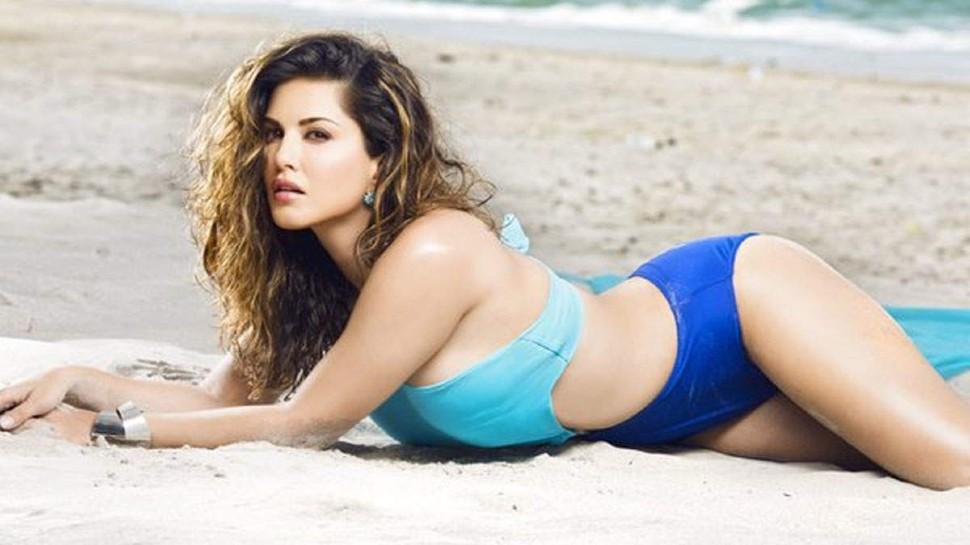 सारे कपड़े उतार Sunny Leone ने ओढ़ी टोपी, कहा- गर्मी आ गई है