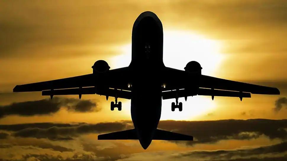 Mask का नाम सुनते ही भड़का यात्री, Airlines स्टाफ की दी गालियां; लेकिन Flight लैंड करते ही निकल गई अकड़