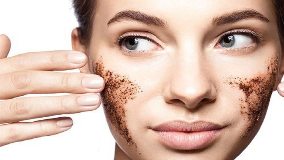 Dead Skin Home Remedy: चेहरे की ब्यूटी खराब कर देती हैं डेड सेल्स, घरेलू सामान से ऐसे पाएं बेदाग त्वचा