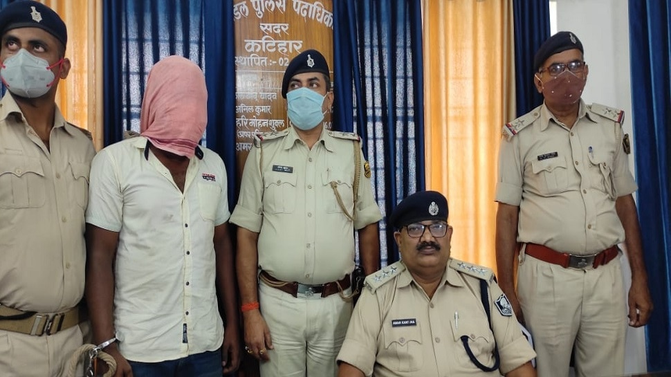 कटिहार में आर्म्स के साथ हथियार तस्कर गिरफ्तार, मुंगेर से 20,000 में लाकर 25,000 में बेचता था देशी पिस्टल