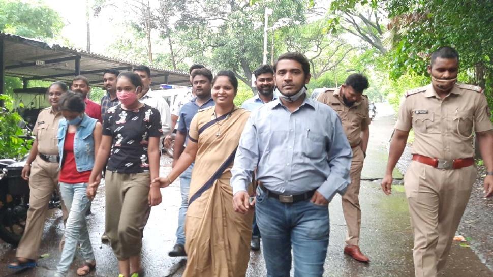 Savdhaan India And Crime Patrol Fame Actress Surabhi Surendra Lal  Srivastava and and Mosina Mukhtar Sheikh arrested by Mumbai Police in a  robbery case | Savdhaan India fame actress arrested by Mumbai
