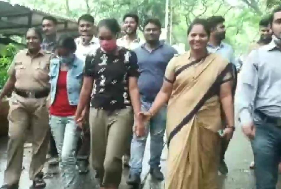लूट के आरोप में 'सावधान इंडिया' की दो एक्ट्रेस गिरफ्तार, Lockdown में ऐसी हो गई हालत