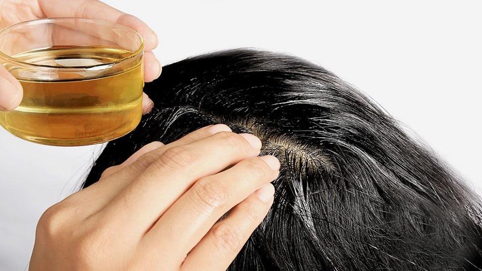 Hair Care Tips: बालों में तेल की मालिश करते हुए इन बातों का रखें खास ख्याल