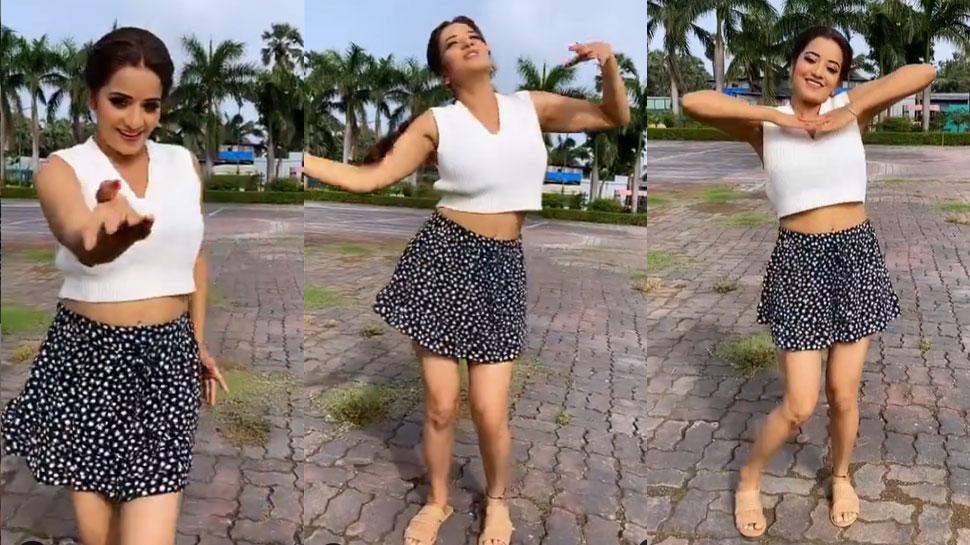 बारिश में Monalisa ने शॉर्ट स्कर्ट पहनकर लगाए ठुमके, VIDEO देख लोग बोले- 'मोरनी'
