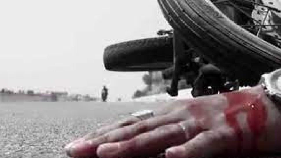 पुलिस की जीप में भिड़ी बाइक, मासूम समेत 3 लोगों की मौत, 2 पुलिसकर्मी घायल