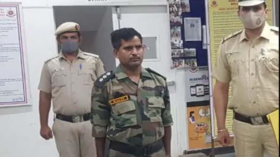 खुद को आर्मी में कैप्टन बता कर महिलाओं को फंसाने वाला शख्स गिरफ्तार, फर्ज़ी आई कार्ड बरामद