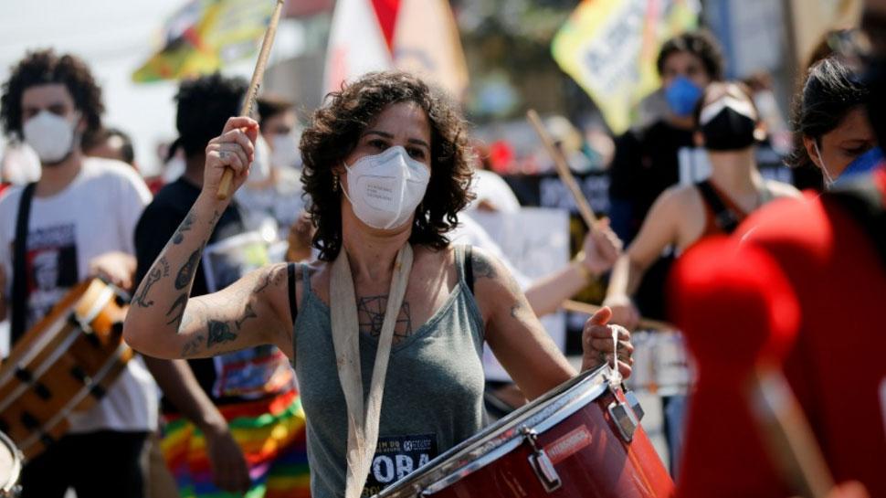 Brazil: Coronavirus से बढ़ा मौत का आंकड़ा, सड़क पर उतरकर लोगों ने किया प्रदर्शन