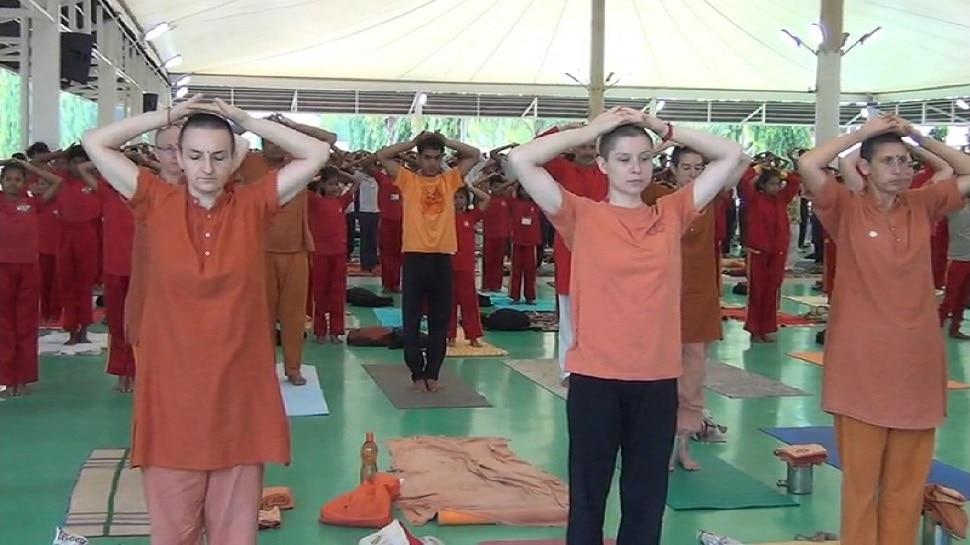 बिहार योग विद्यालय ने योग को दिलाई विश्वव्यापी प्रसिद्धि, इस बार डिजिटल माध्यम से जुड़कर करें मन को शांत