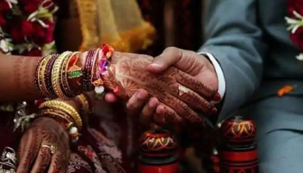 मोतिहारी में हुई अनोखी शादी, विवाह से पहले गांव में आ गई बाढ़ तो नाव से पहुंचे बाराती