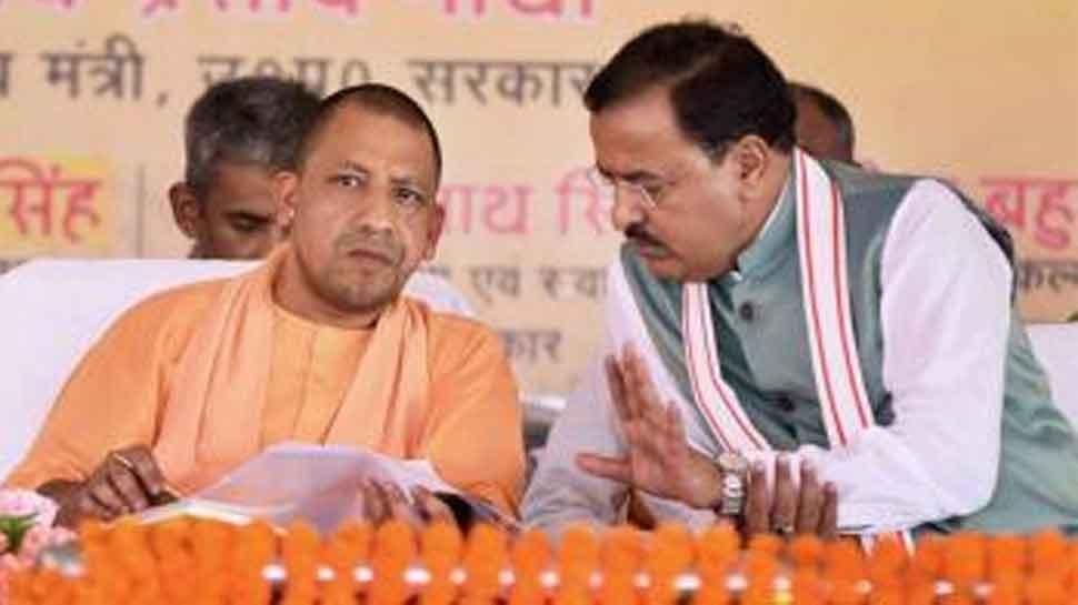 मुख्यमंत्री बनने के बाद पहली बार केशव प्रसाद मौर्या के घर पहुंचे योगी आदित्यनाथ