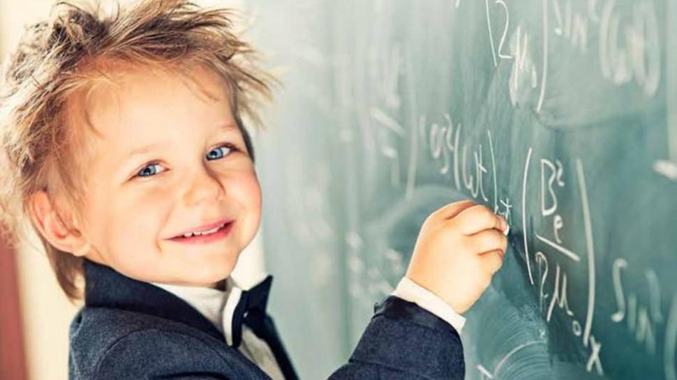 बच्चों को मल्टी टैलेंटेड बनाने के लिए कराएं ये 5 एक्टिविटी, कंप्यूटर से तेज चलेगा उनका दिमाग!