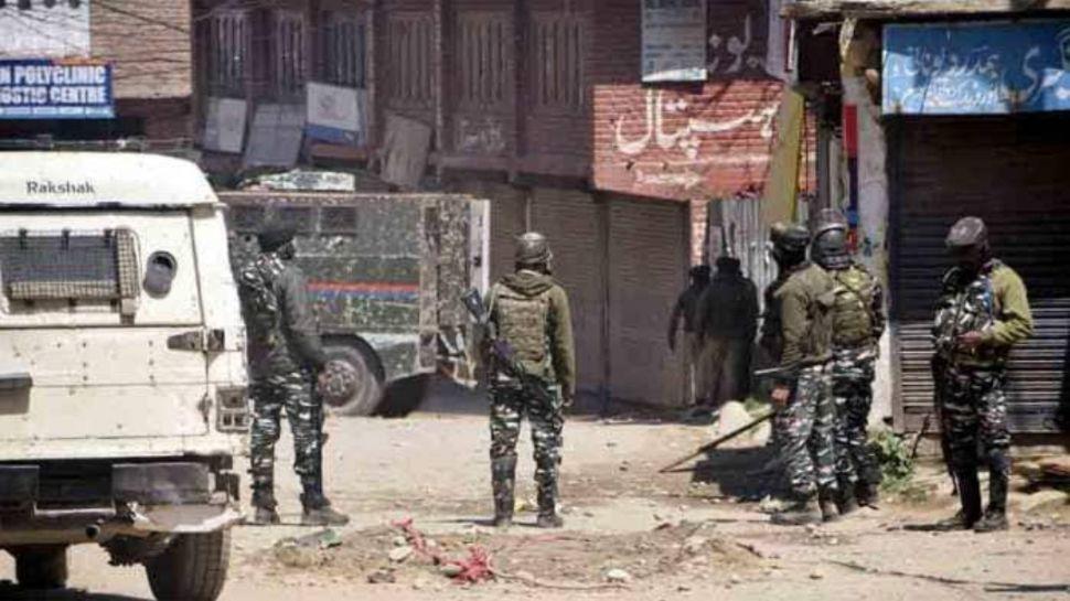 Kashmir: आतंकियों ने इंस्पेक्टर की गोलियों से छलनी कर दी जान, द रेजिस्टेंस फ्रंट ने ली जिम्मेदारी