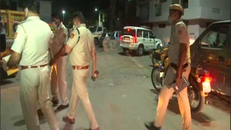 Delhi: सिलिंडर ब्लास्ट के बाद लगी आग से चार लोगों की मौत, एक घायल