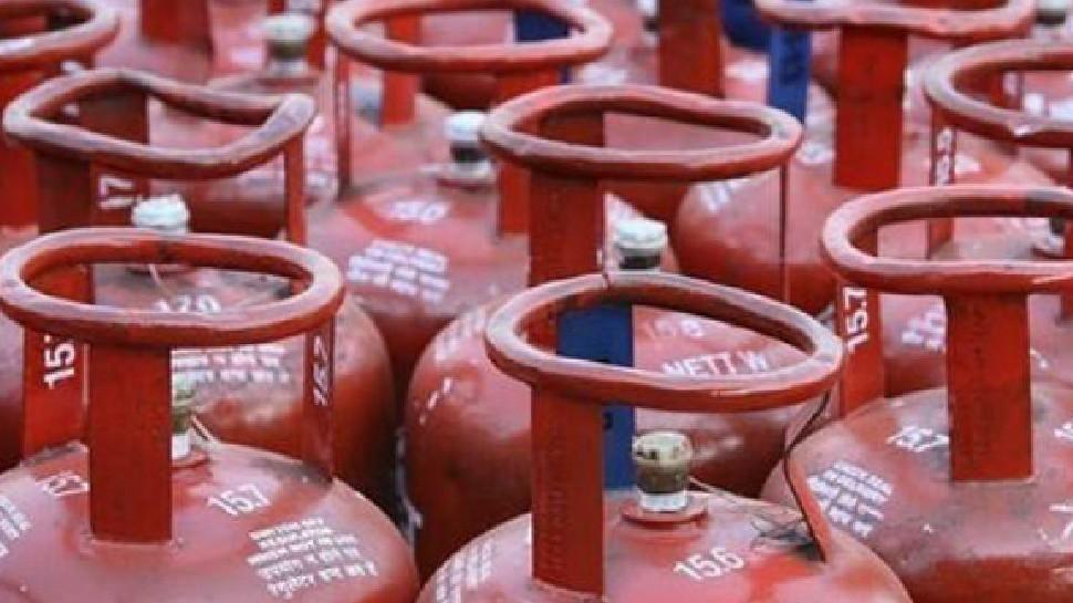 महंगाई का तगड़ा झटका! LPG के दाम बढ़े, 809 की जगह अब 834.50 रुपये में मिलेगा रसोई गैस सिलेंडर