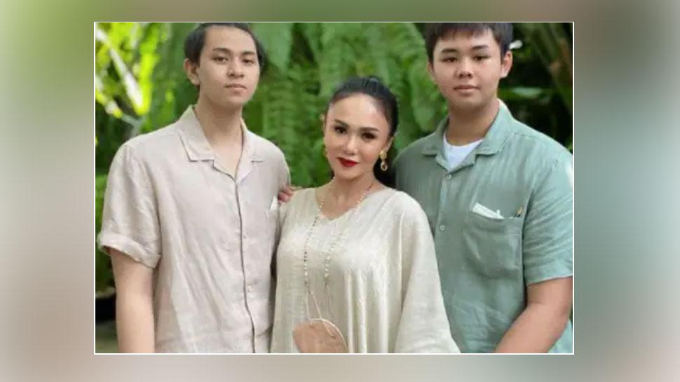 Indonesia: बच्चों को सीख देने के लिए उनके साथ Porn देखती हैं Singer Yuni Shara, अब हो रही आलोचना