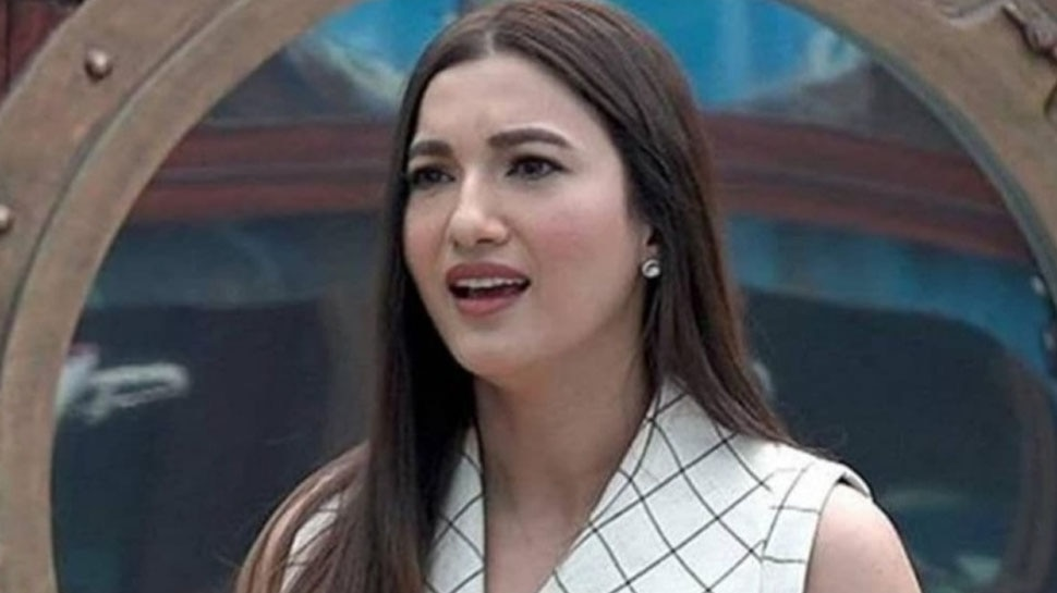 When Paparazzi ask Gauahar Khan to remove her mask actress Schools them Asking Konse Times Pe Chal Rahe Ho |  VIDEO: When the paparazzi asked Gauhar Khan to remove the mask, the actress put everyone's class