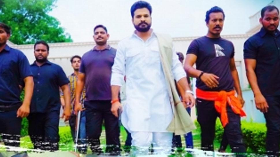 Bhojpuri Actor Ritesh Pandey showed his dominance, said, 'Aaj Jail Hoi Kal Bel Hoi' |  Ritesh Pandey showed his arrogance, said – 'Aaj Jail Hoi Kalh Bel Hoi'