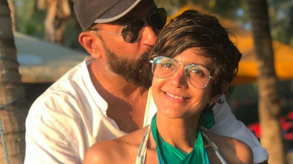 Mandira Bedi Spotted First time outside of home with her mother |  Mandira Bedi's pain is decreasing, seen for the first time after her husband's death
