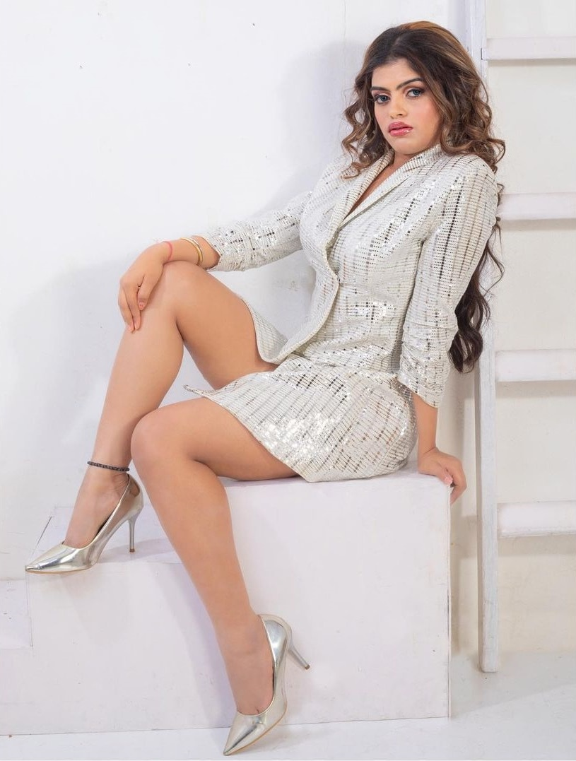 Prachi seen in glamorous look