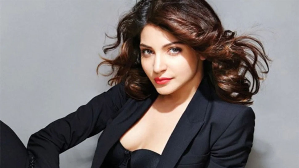 Anushka Sharma Latest Selfie with super costly Rolex watch Photo Viral has netizens attention |  Anushka Sharma's luxurious watch is viral on the internet, for this you will buy a flat