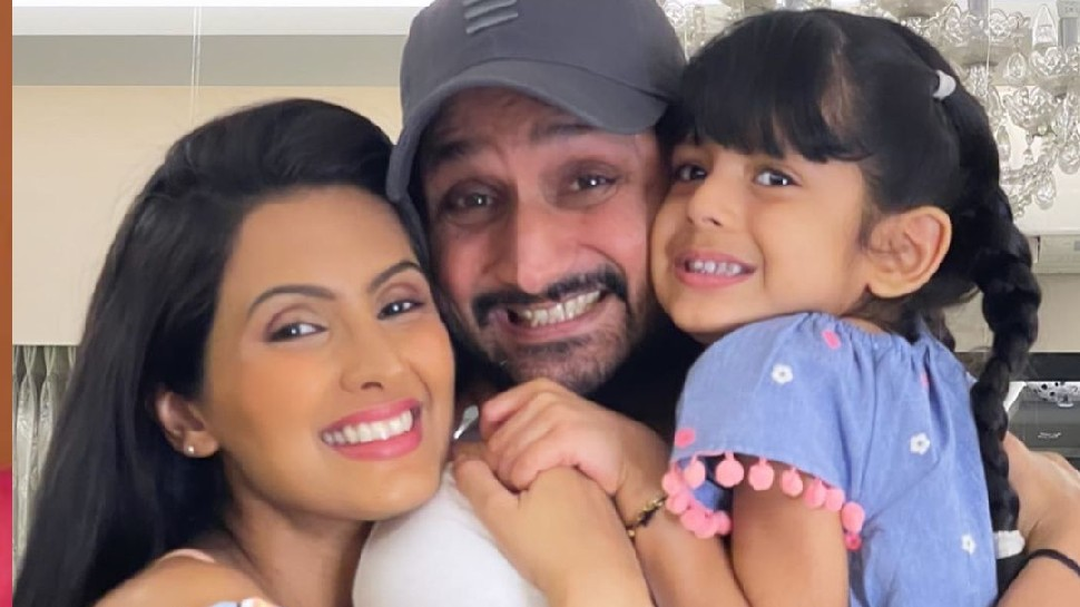 Harbhajan Singh was along with Geeta Basra during birth of son Harbhajan Singh was clicking photos |  Harbhajan Singh was present at the time of Geeta Basra's delivery, started pulling as the baby was born.