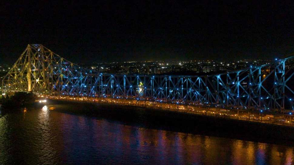 Kolkata पर चढ़ा Tokyo Olympics का खुमार, 5 रंगों से जगमगाया Howrah Bridge