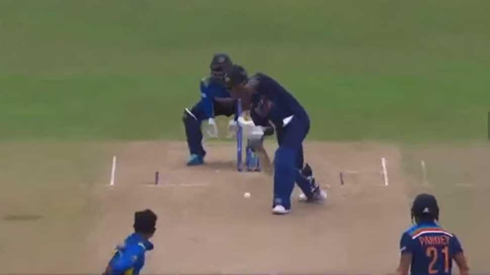 Sri Lanka के विकेटकीपर ने लोकल भाषा ने ऐसा क्या कहा कि फंस गए Sanju Samson? अगली गेंद पर हुए आउट