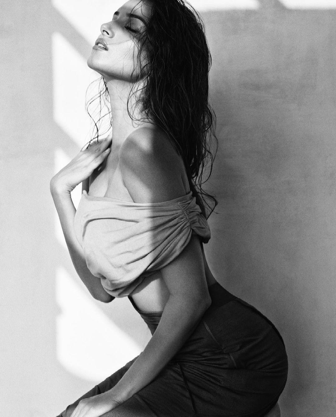 Tara Sutaria Hot Photos