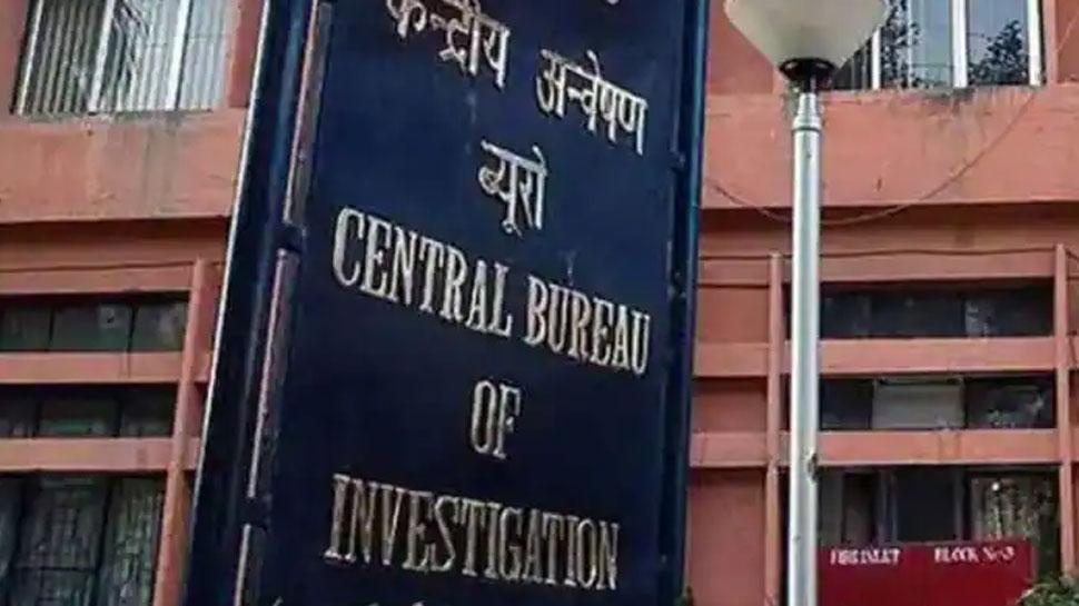 आर्म्स लाइसेंस घोटाला: एक्शन में CBI, दिल्ली और जम्मू कश्मीर में IAS अधिकारियों के घरों और ऑफिसों पर की छापेमारी
