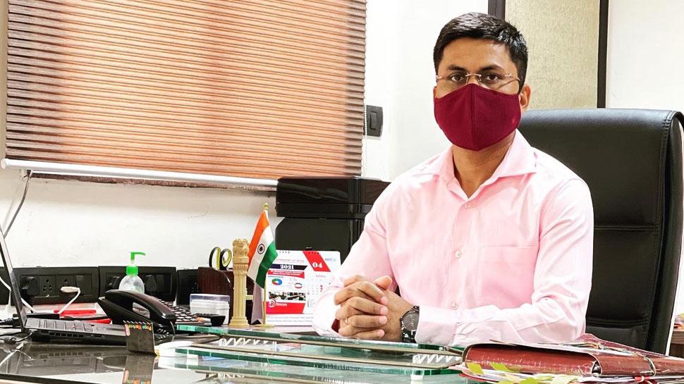 IAS अधिकारी Awanish Sharan के 10वीं में थे सिर्फ 44 फीसदी Marks? पोस्ट वायरल होने पर कही ये बात