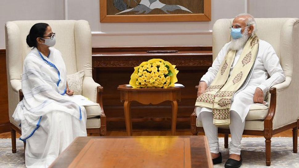 PM मोदी से मिलीं ममता: मुलाकात के बाद कहा- पेगासस मामले पर ऑल पार्टी मीटिंग बुलाए सरकार