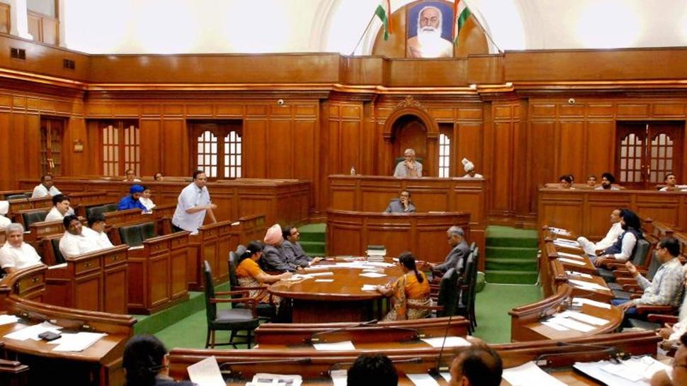 दिल्ली विधान सभा में भारी हंगामा, स्पीकर और BJP MLA के बीच नोक-झोंक, किए गए निष्कासित