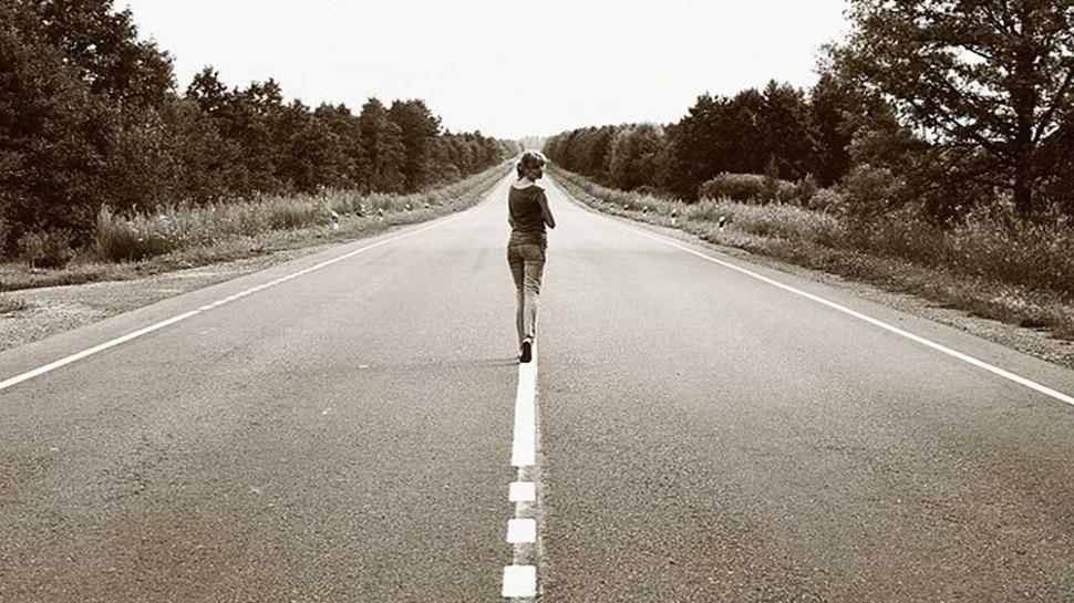 Benefits of Walking Backward: पीछे की तरफ चलना है बहुत फायदेमंद, आप कभी सोच भी नहीं पाएंगे