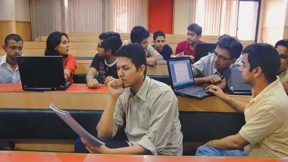 USA में 'ऑप्ट' के खिलाफ पेश हुआ विधेयक, कानून बना तो जा सकती है करीब 1 लाख भारतीय की नौकरी