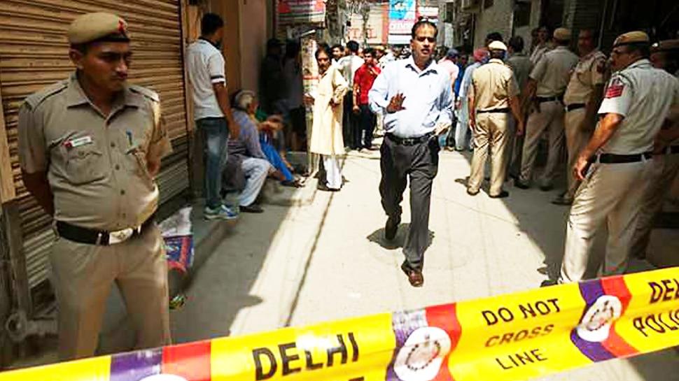 Delhi के रोहिणी इलाके में Double Murder से मची सनसनी, पुलिस जांच में जुटी