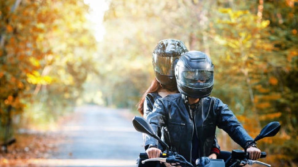 'पति, पत्नी और वो': शादीशुदा प्रेमिका को पति से छीन ले गया युवक, बाइक पर बैठाकर ले भागा