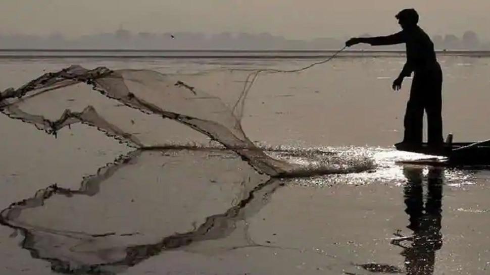 मछली पालन का जाल बिछाया, 100 किसानों को इसमें फंसाया, तालाब के नाम पर 20 करोड़ की ठगी