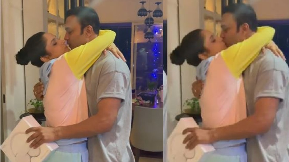 Ankita Lokhande gave expensive gift to boyfriend, amused vicky jain kiss ankita lokhande |  Ankita Lokhande gave such a surprise to her boyfriend, started kissing while wrapped in her arms