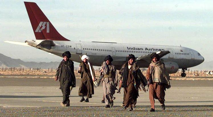 Afghanistan के कंधार एयरपोर्ट पर रॉकेट से हमला, तालिबानियों ने कई इलाके में किया कब्जा