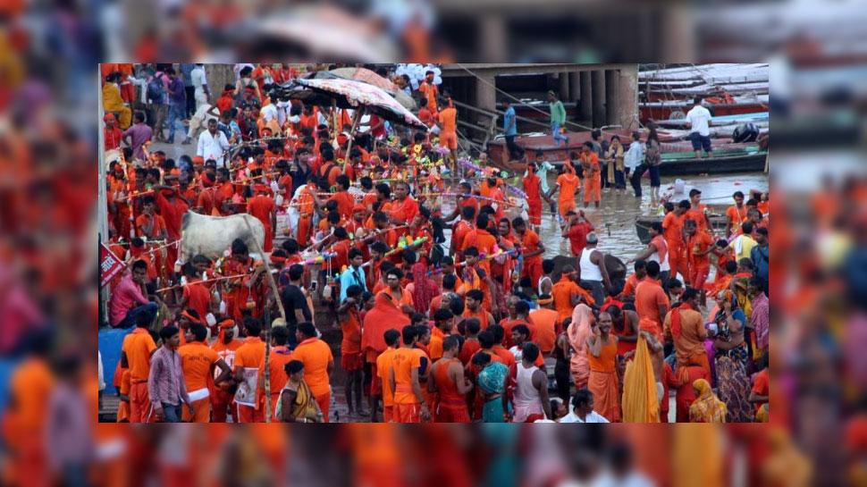 Devotees throng ghats near Kashi Vishwanath Temple