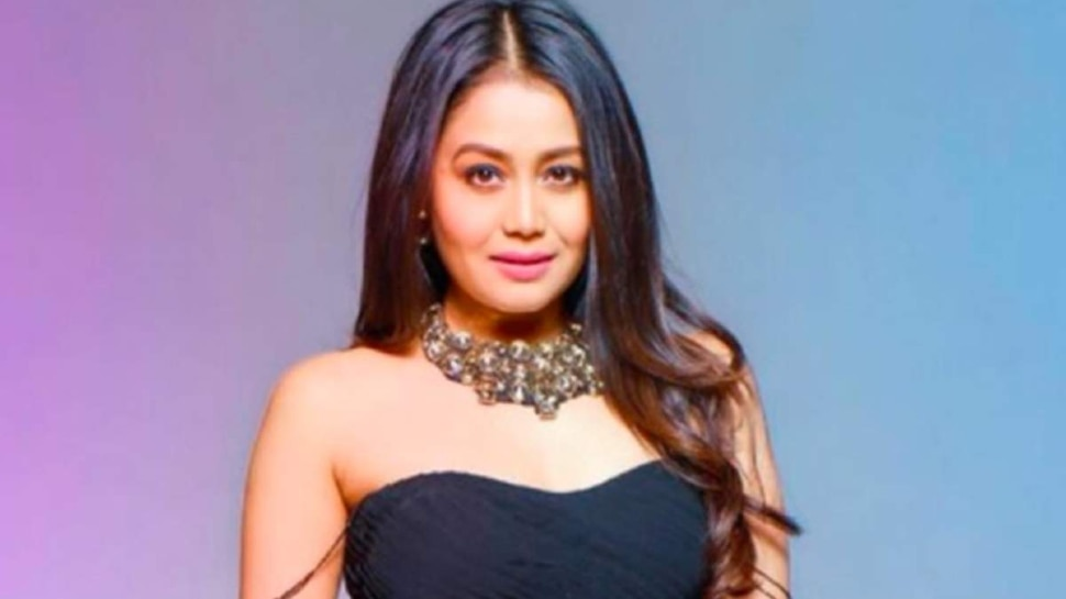 Neha Kakkar herself cut her hair, fans laughed after seeing the reaction
