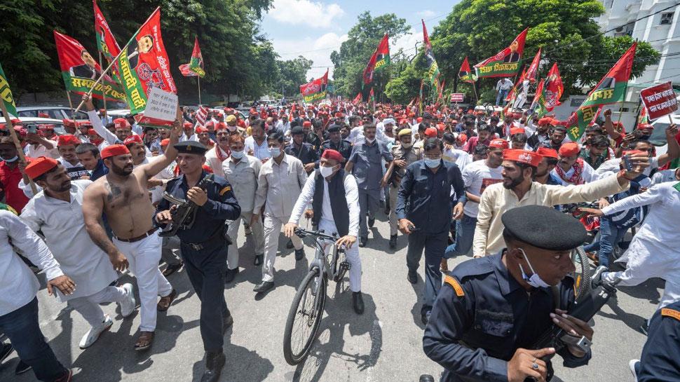 UP: साइकिल यात्रा के जरिए Akhilesh Yadav ने दिखाई ताकत, चुनाव ने लिए जारी किया नारा
