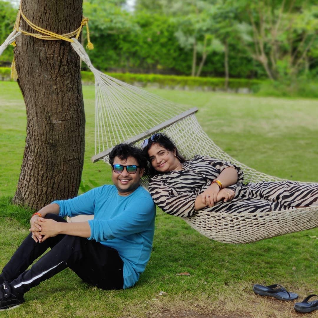 yogesh tripathi real life partner