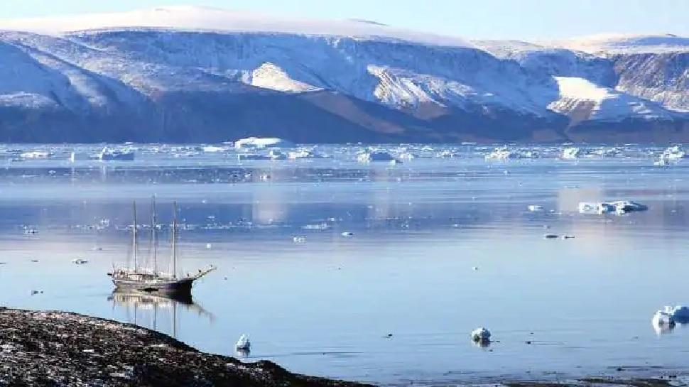 Global Warming: Greenland की सबसे ऊंची चोटी पर पहली बार हुई बारिश, पिघली कई लाख किमी की बर्फ