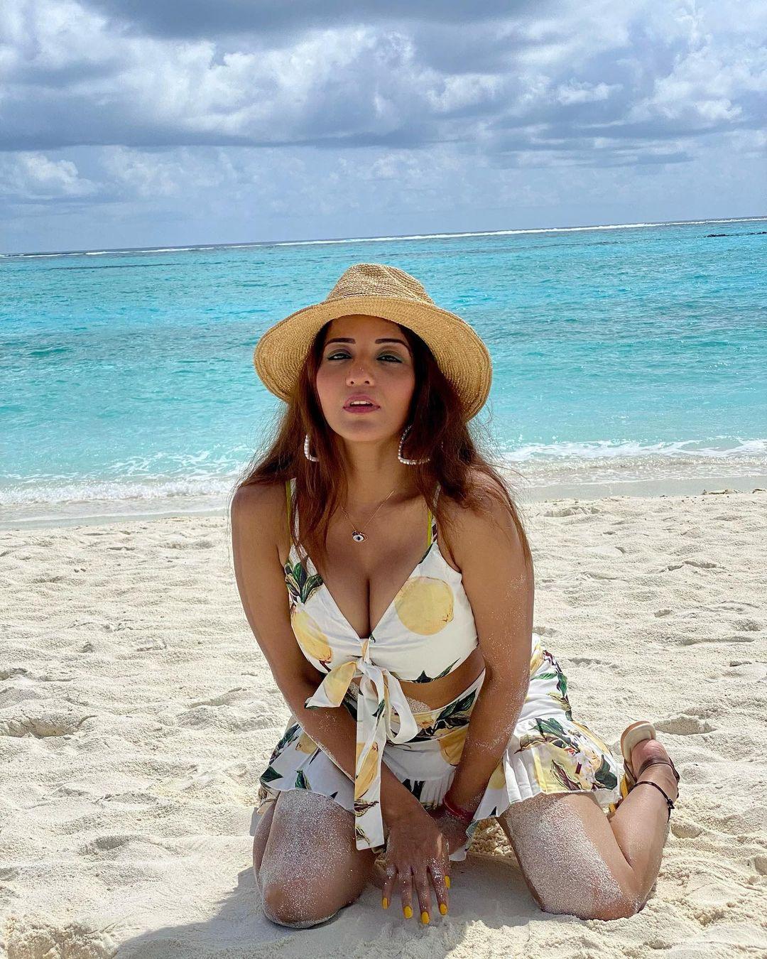 Monalisa Bold Look