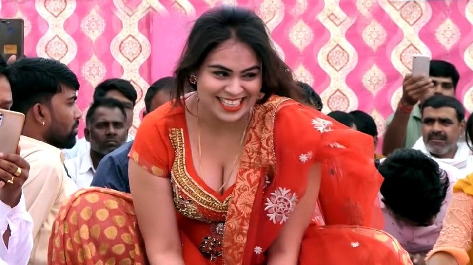 Haryanvi Dancer RC Upadhyay Deadly Dance on Stage Left Sunita Baby Baffeled | इस हरियाणवी डांसर ने बोल्ड मूव्स से स्टेज पर लगा दी आग, अदाएं ऐसी कि मचल उठे दीवाने |