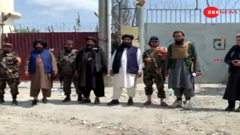 तालिबान ने काबुल एयरपोर्ट के 3 गेट्स पर किया कब्जा, उड़ानों पर भी लगाई रोक