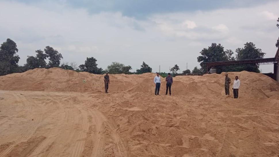 राइस मिल में चावल की जगह हो रहा था रेत का अवैध भंडारण, पुलिस और खाद्य विभाग को भनक तक नहीं लगी